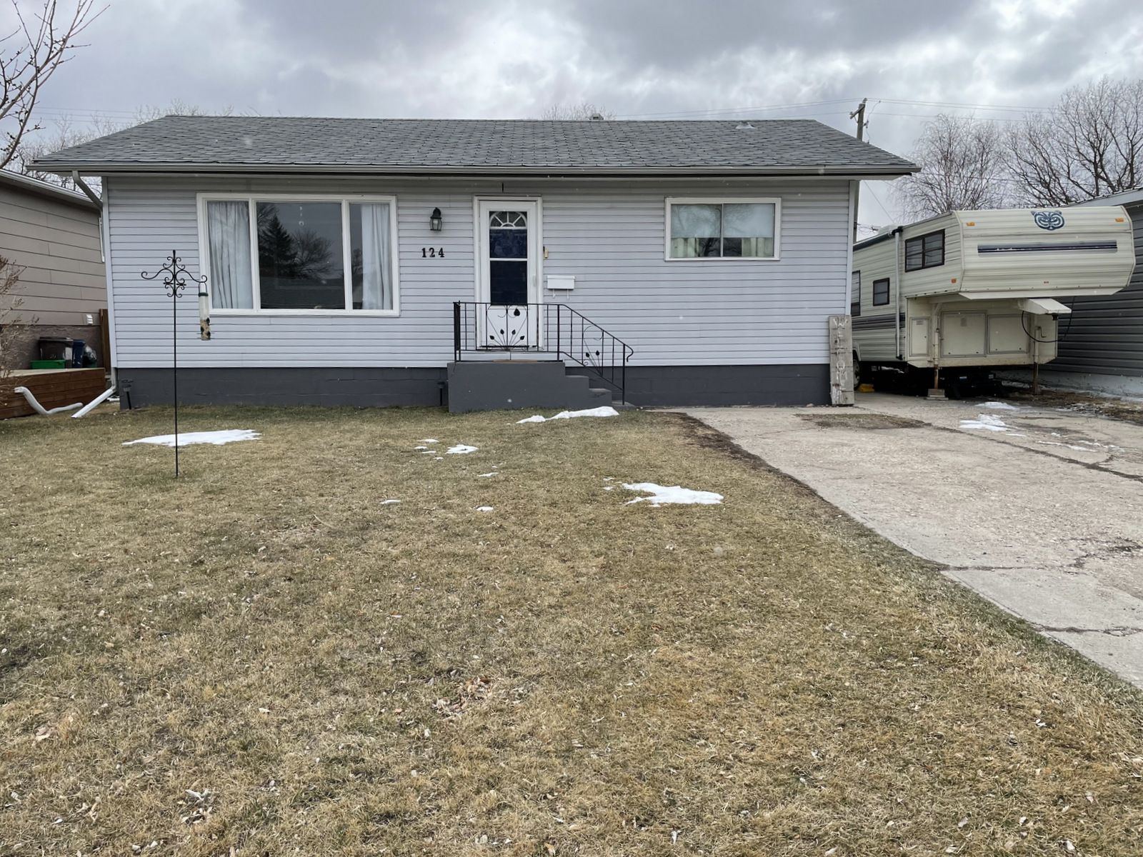 Main Photo: 124 8th Street NE in Portage la Prairie: House for sale : MLS®# 202109171