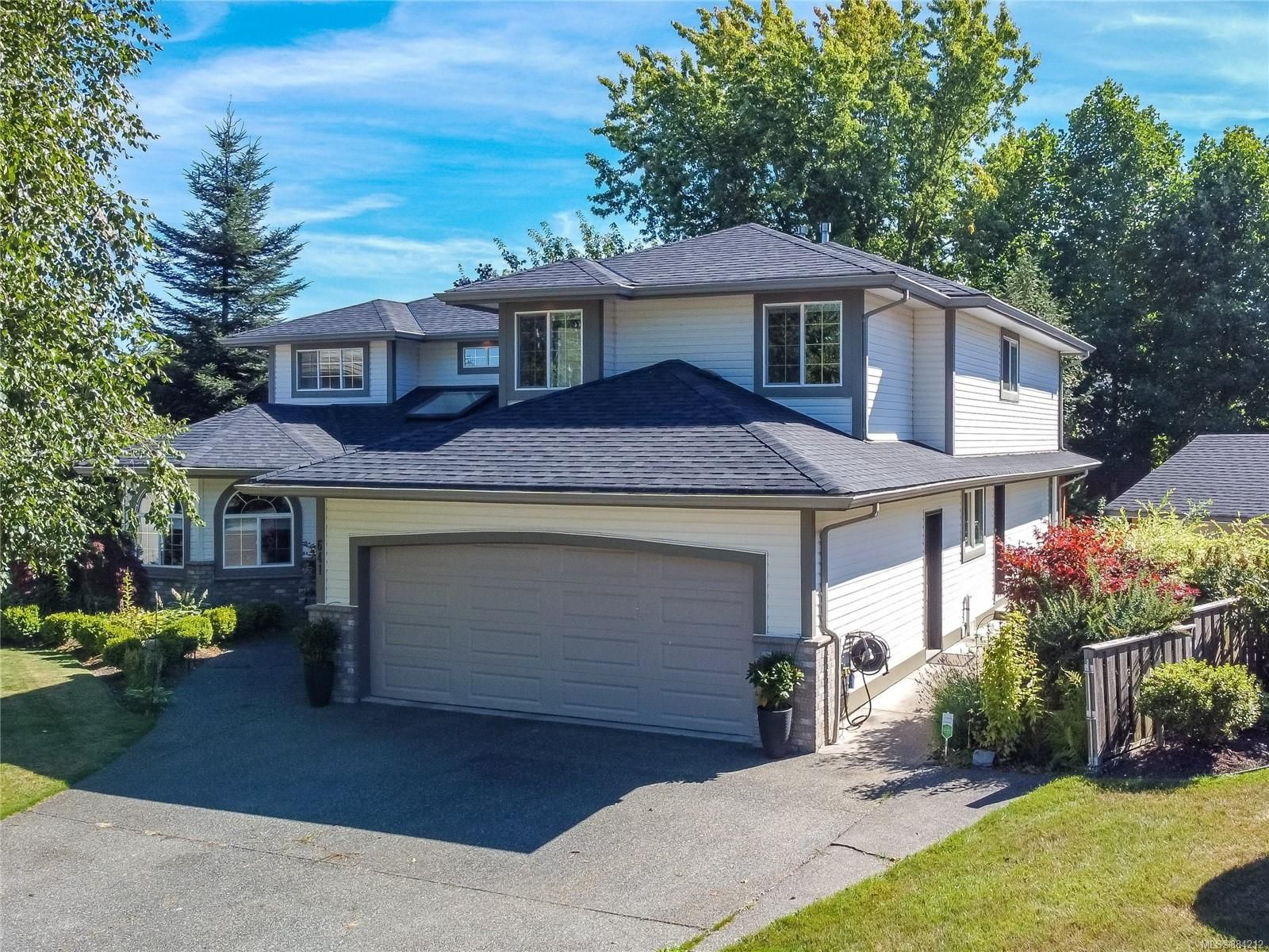 Main Photo: 641 Westminster Pl in : CR Campbell River South House for sale (Campbell River)  : MLS®# 884212