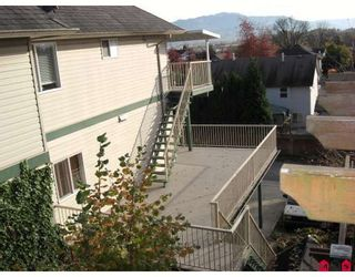 """Photo 3: 34224 FRASER Street in Abbotsford: Central Abbotsford House for sale in """"QUIET FRASER ST."""" : MLS®# F2831972"""