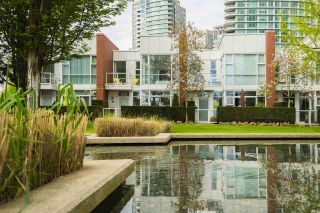 Photo 2: 3R 1077 MARINASIDE CRESCENT in Vancouver: Yaletown Townhouse for sale (Vancouver West)  : MLS®# R2263383