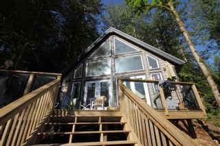 """Photo 1: BLK A HARRISON Lake: Harrison Hot Springs House for sale in """"Harrison Lake Waterfront"""" : MLS®# R2546600"""