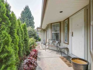 Photo 2: 69 15860 82 Avenue in Surrey: Fleetwood Tynehead Townhouse for sale : MLS®# R2195718