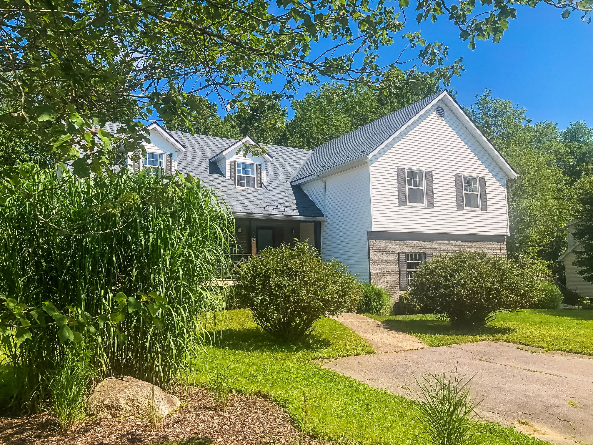 Main Photo: 137 Olympiad Avenue in Bridgewater: 405-Lunenburg County Residential for sale (South Shore)  : MLS®# 202122353