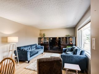 Photo 6: 22 Chancellor Way NW in Calgary: Cambrian Heights Detached for sale : MLS®# A1086810