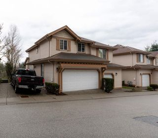 """Photo 1: 8 35287 OLD YALE Road in Abbotsford: Abbotsford East Townhouse for sale in """"The Falls"""" : MLS®# R2423306"""