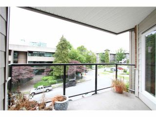 "Photo 4: 303 2577 WILLOW Street in Vancouver: Fairview VW Condo for sale in ""Willow Garden"" (Vancouver West)  : MLS®# V1097846"