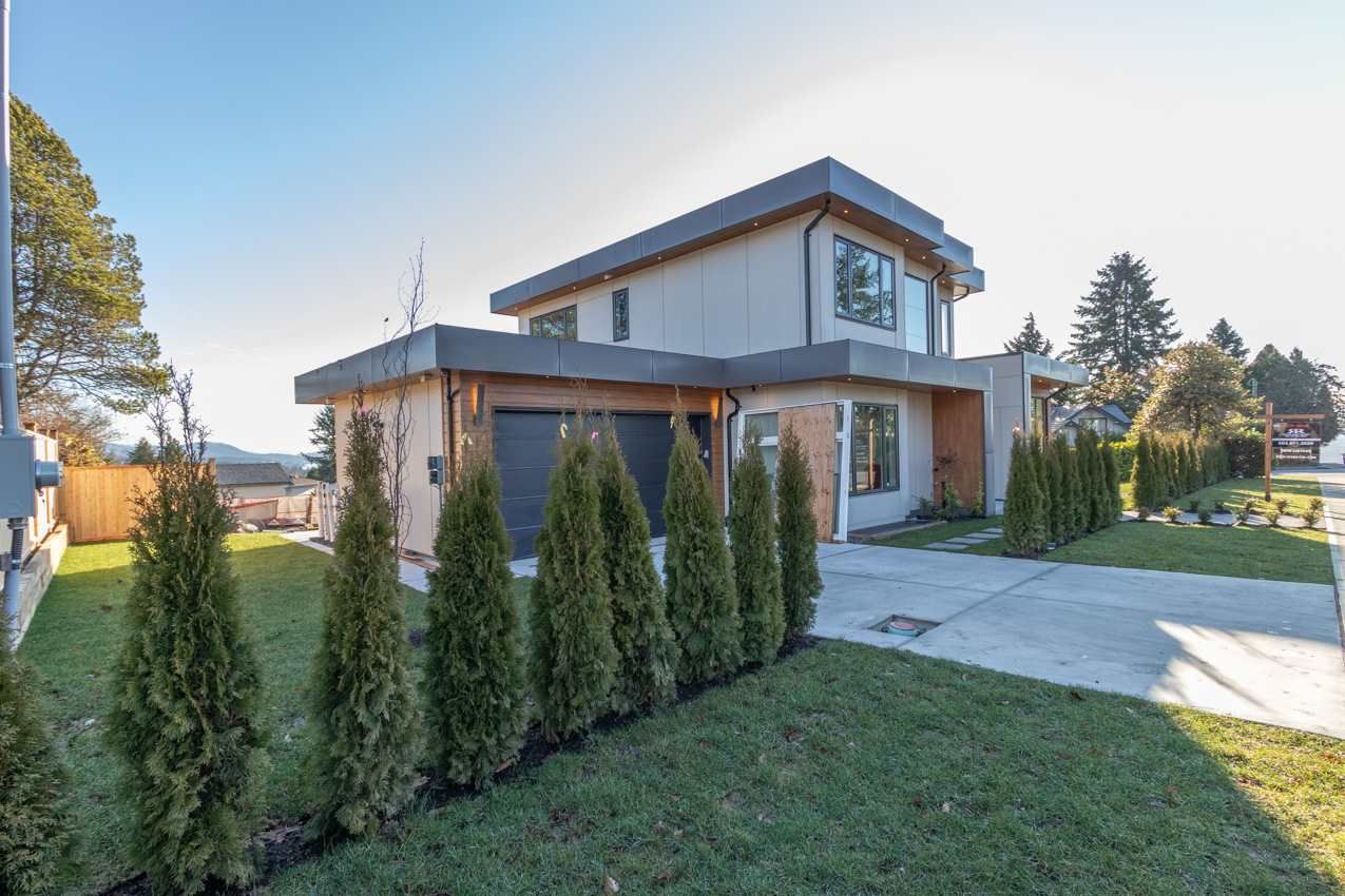 Photo 3: Photos: 900 HENDRY Avenue in North Vancouver: Boulevard House for sale : MLS®# R2526354