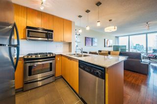 """Photo 2: 1006 39 SIXTH Street in New Westminster: Downtown NW Condo for sale in """"Quantum"""" : MLS®# R2368367"""