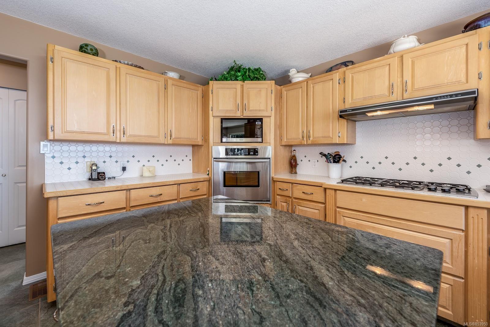 Photo 15: Photos: 5880 GARVIN Rd in : CV Union Bay/Fanny Bay House for sale (Comox Valley)  : MLS®# 853950