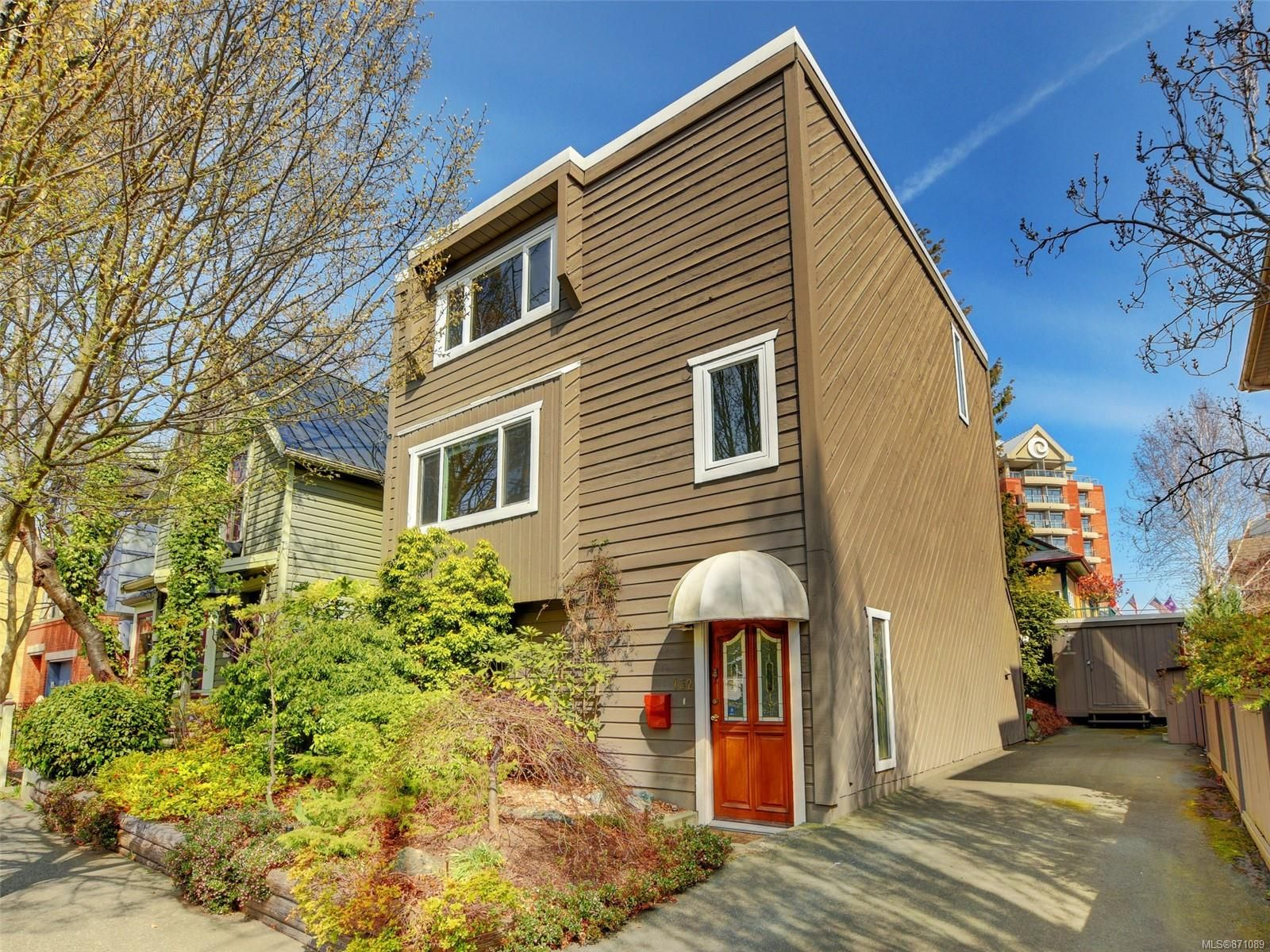 Main Photo: 132 Superior St in : Vi James Bay House for sale (Victoria)  : MLS®# 871089
