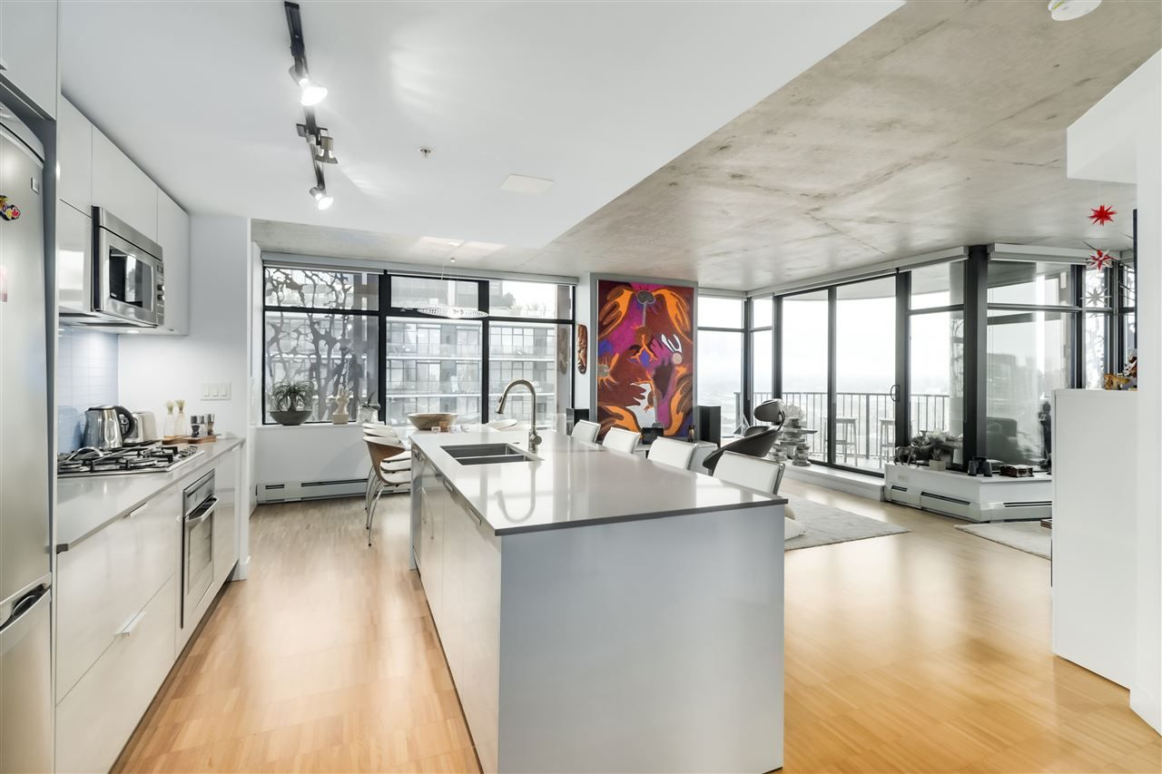"""Main Photo: 3206 128 W CORDOVA Street in Vancouver: Downtown VW Condo for sale in """"WOODWARDS W43"""" (Vancouver West)  : MLS®# R2529797"""