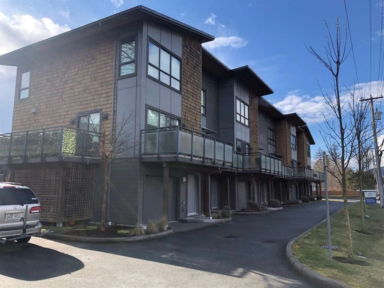 "Main Photo: 40166 GOVERNMENT Road in Squamish: Garibaldi Estates Townhouse for sale in ""The Phoenix"" : MLS®# R2548569"