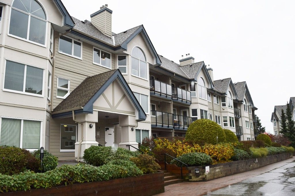 Main Photo: 110- 1466 Pemberton Avenue in Squamish: Condo for sale : MLS®# R2121674