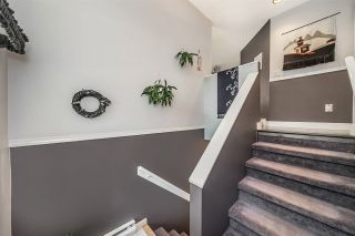 Photo 3: 227 1215 LANSDOWNE DRIVE in Coquitlam: Upper Eagle Ridge Townhouse for sale : MLS®# R2285241