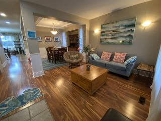 """Photo 10: 7252 145A Street in Surrey: East Newton House for sale in """"Chimney Heights"""" : MLS®# R2424100"""