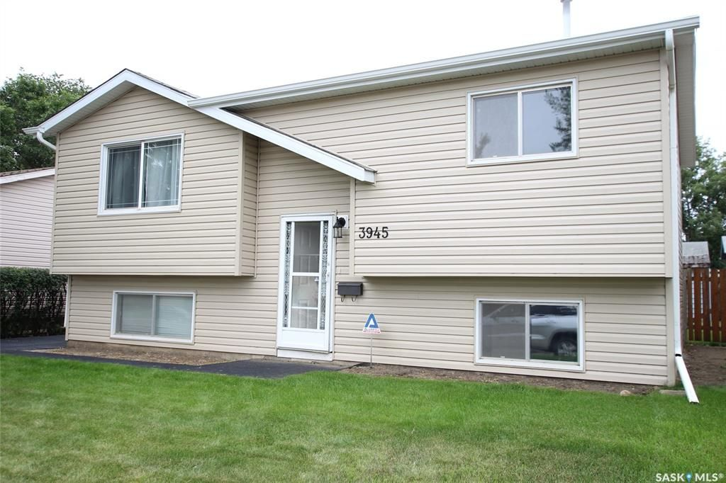Main Photo: 3945 Diefenbaker Drive in Saskatoon: Pacific Heights Residential for sale : MLS®# SK783352