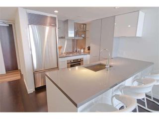 """Photo 2: 816 788 RICHARDS Street in Vancouver: Downtown VW Condo for sale in """"L'Hermitage"""" (Vancouver West)  : MLS®# V1019644"""