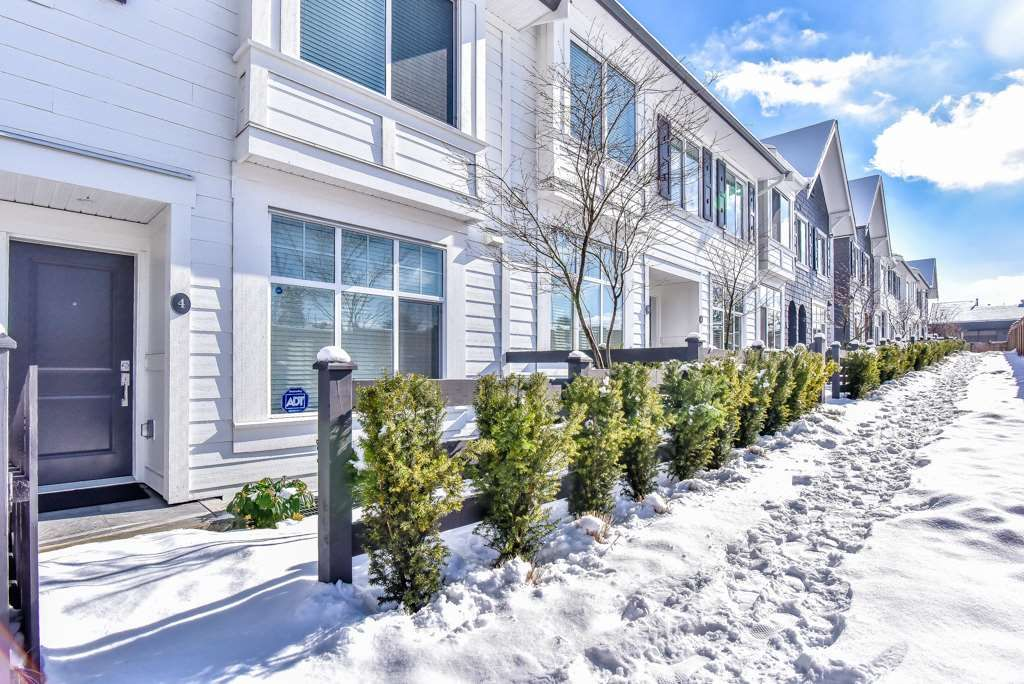 Main Photo: 4 13636 81A Avenue in Surrey: Townhouse for sale : MLS®# R2242359