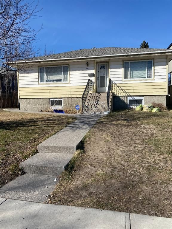Main Photo: 132 41 Avenue NW in Calgary: Highland Park Detached for sale : MLS®# A1090742