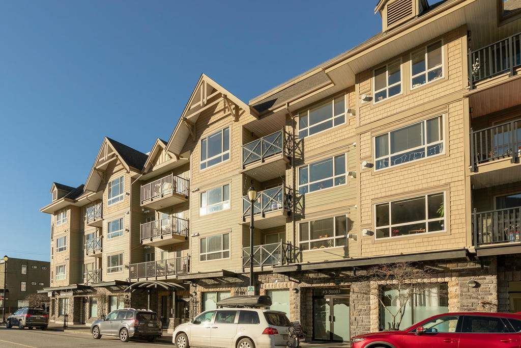 """Main Photo: 204 38003 SECOND Avenue in Squamish: Downtown SQ Condo for sale in """"SQUAMISH POINTE"""" : MLS®# R2327288"""