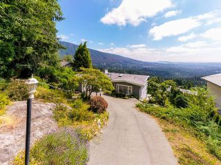 Photo 3: 561 KILDONAN Road in West Vancouver: Glenmore House for sale : MLS®# R2604216