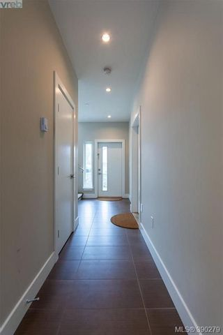 Photo 4: 2 235 Island Hwy in VICTORIA: VR View Royal Row/Townhouse for sale (View Royal)  : MLS®# 784478