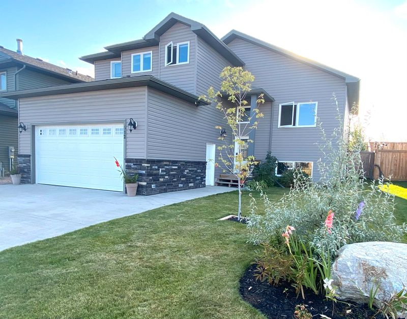 FEATURED LISTING: 512 LAKEWOOD Close Cold Lake