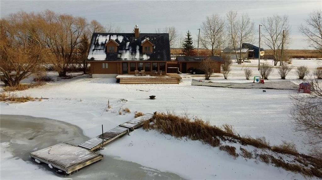 Main Photo: 18 Sunrise Drive in Gimli Rm: Siglavik Residential for sale (R26)  : MLS®# 202028746