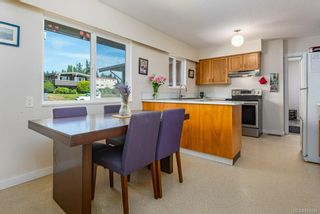 Photo 5: 2045 Beaufort Ave in : CV Comox (Town of) House for sale (Comox Valley)  : MLS®# 884580