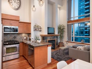 Photo 1: 329 10 RENAISSANCE SQUARE in New Westminster: Quay Condo for sale : MLS®# R2330423