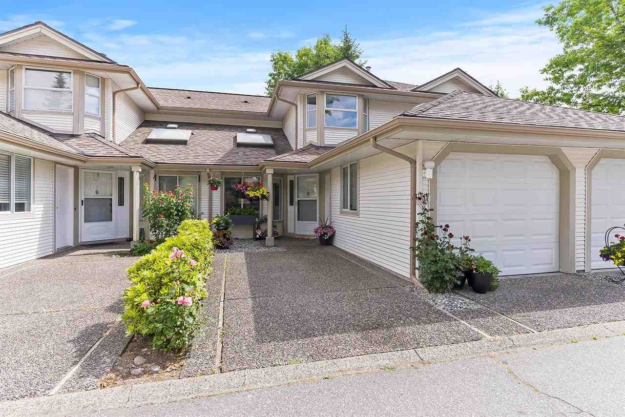 """Main Photo: 31 9045 WALNUT GROVE Drive in Langley: Walnut Grove Townhouse for sale in """"BRIDLEWOODS"""" : MLS®# R2589881"""