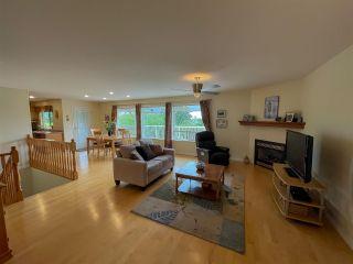 Photo 5: 6231 SUNRISE Boulevard in Sechelt: Sechelt District House for sale (Sunshine Coast)  : MLS®# R2589501