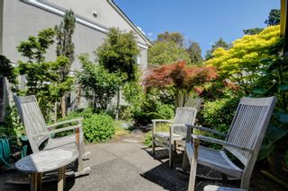 Photo 26: 2 735 MOSS St in : Vi Rockland Row/Townhouse for sale (Victoria)  : MLS®# 875865