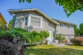 Photo 3: 2984 265A Street: House for sale in Langley: MLS®# R2604156