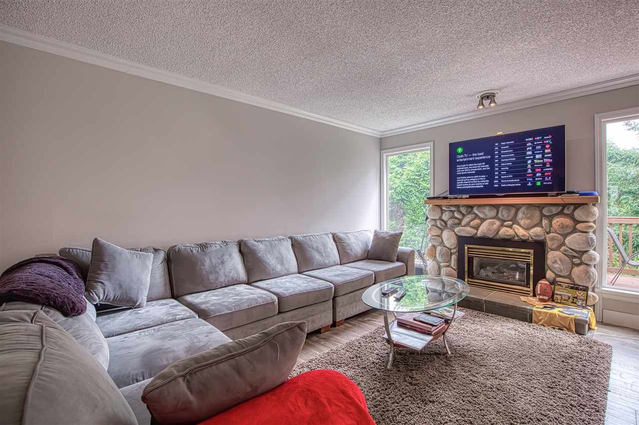 """Photo 3: Photos: 8137 WILTSHIRE BOULEVARD Boulevard in Delta: Nordel House for sale in """"Canterbury Heights"""" (N. Delta)  : MLS®# R2474823"""