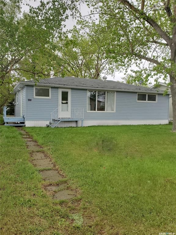 Main Photo: 210 2nd Avenue East in Lampman: Residential for sale : MLS®# SK849318