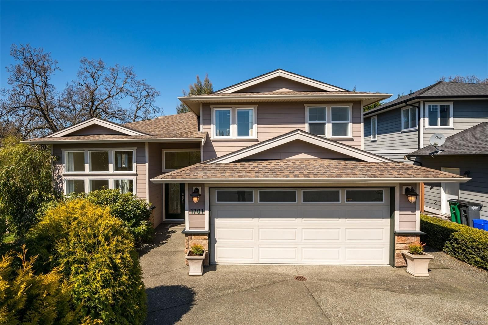 Main Photo: 1701 Mamich Cir in : SE Gordon Head House for sale (Saanich East)  : MLS®# 873121
