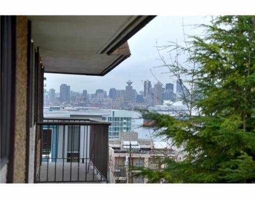 Main Photo: 307 127 E 4TH Street in North Vancouver: Lower Lonsdale Condo for sale : MLS®# V971136