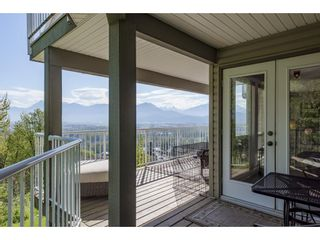 """Photo 35: 127 8590 SUNRISE Drive in Chilliwack: Chilliwack Mountain Townhouse for sale in """"Maple Hills"""" : MLS®# R2571129"""