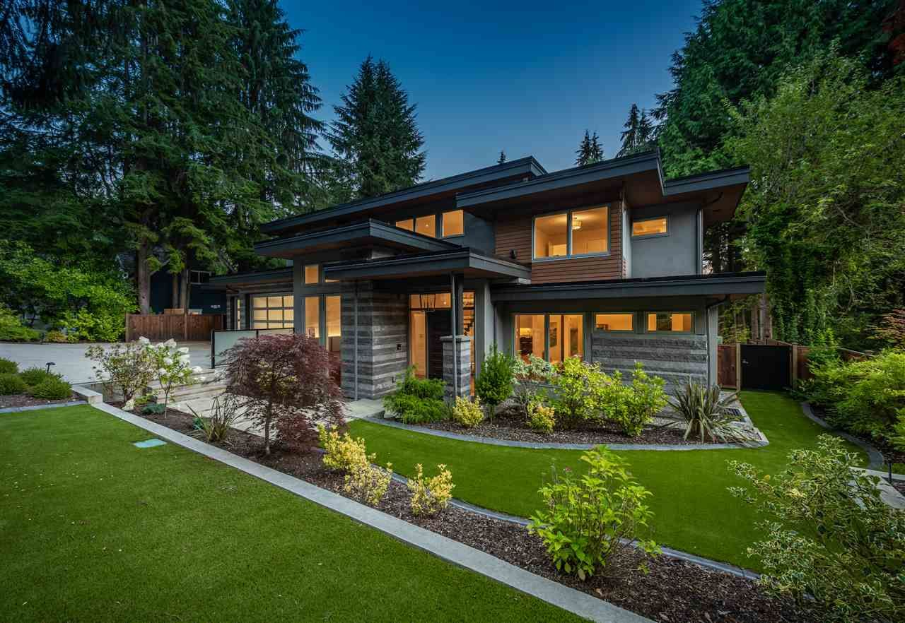 Main Photo: 350 MULGRAVE Place in West Vancouver: British Properties House for sale : MLS®# R2493893