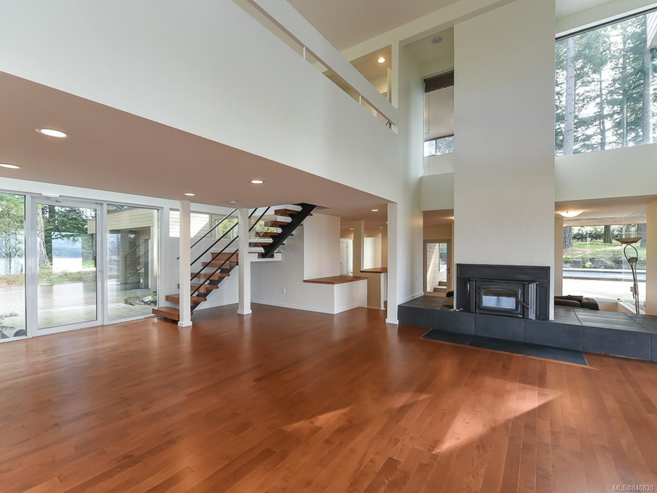 Photo 6: Photos: 1156 Moore Rd in COMOX: CV Comox Peninsula House for sale (Comox Valley)  : MLS®# 840830