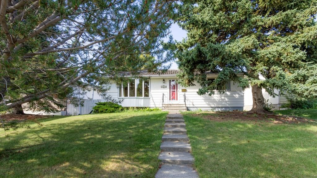 Main Photo: 3323 43 Street SW in Calgary: Glenbrook Detached for sale : MLS®# A1144869