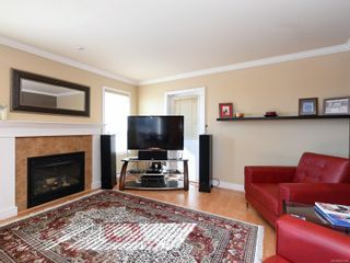 Photo 2: 900 Cavalcade Terr in : La Florence Lake House for sale (Langford)  : MLS®# 857526
