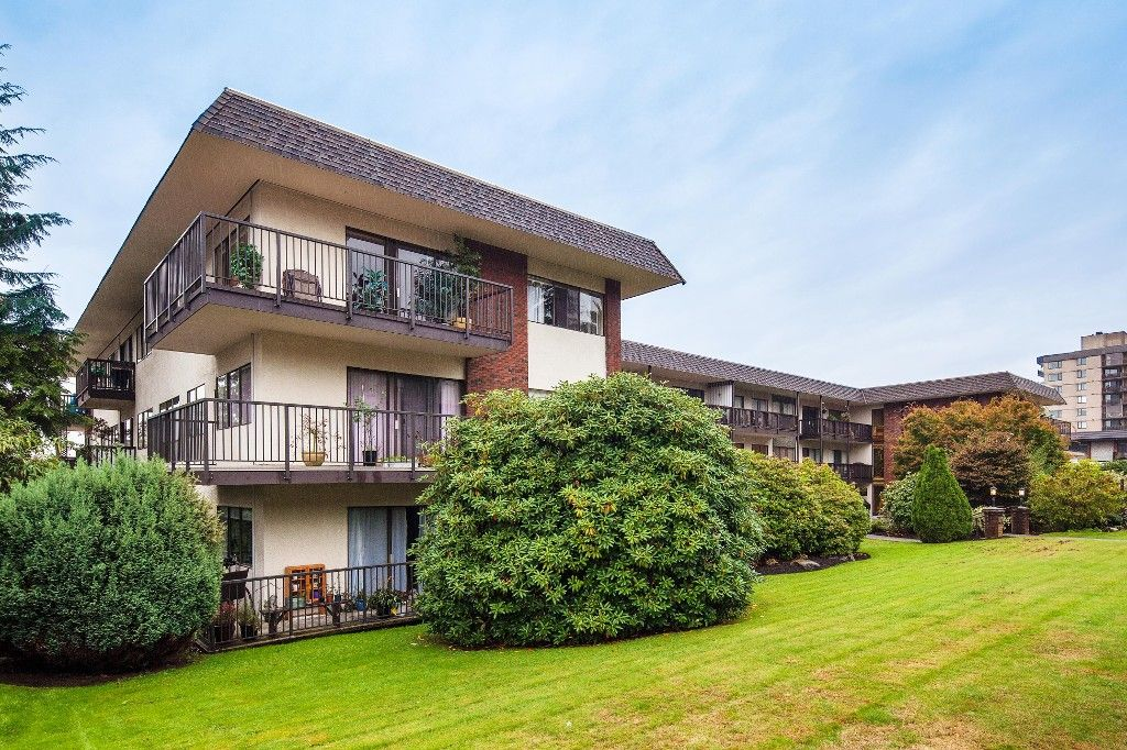 """Main Photo: 303 155 E 5TH Street in North Vancouver: Lower Lonsdale Condo for sale in """"WINCHESTER ESTATES"""" : MLS®# R2024794"""