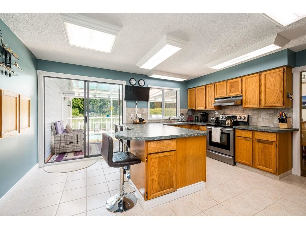 Photo 7: Photos: 26019 58 Avenue in Langley: County Line Glen Valley House for sale : MLS®# R2599684