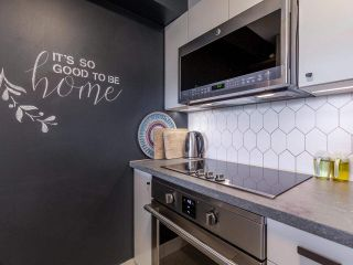 """Photo 3: 1102 5288 MELBOURNE Street in Vancouver: Collingwood VE Condo for sale in """"Emerald Park Place"""" (Vancouver East)  : MLS®# R2572705"""