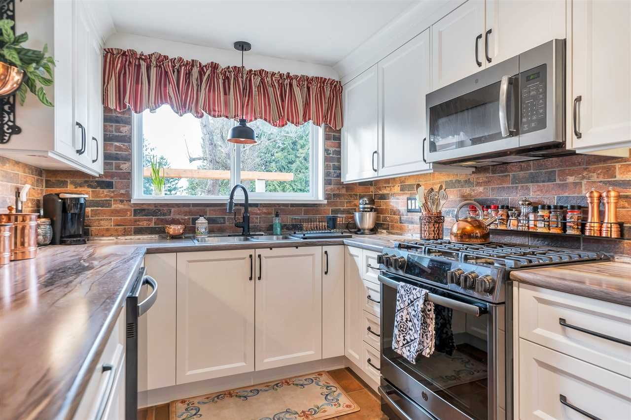 Photo 4: Photos: 2551 PARK Drive in Abbotsford: Central Abbotsford House for sale : MLS®# R2533422