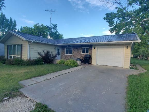 Main Photo: 33 2nd Street in Emerson: House for sale : MLS®# 202115379