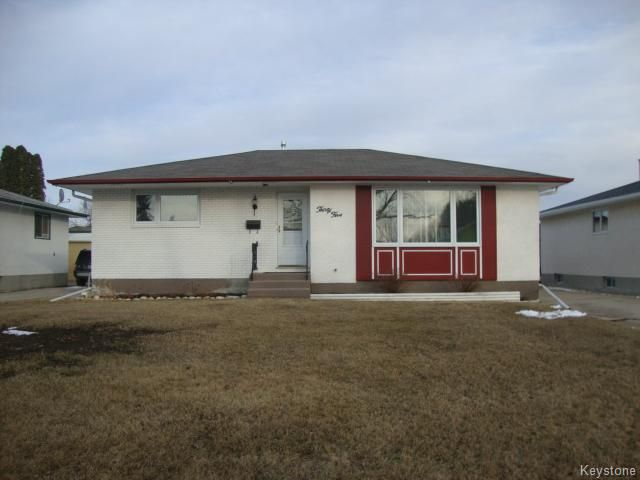 Main Photo: 35 Madrigal Close in WINNIPEG: Maples / Tyndall Park Residential for sale (North West Winnipeg)  : MLS®# 1508087
