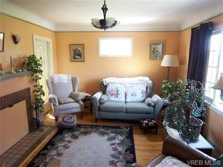 Photo 2: 3301 Kingsley St in VICTORIA: SE Mt Tolmie House for sale (Saanich East)  : MLS®# 699900
